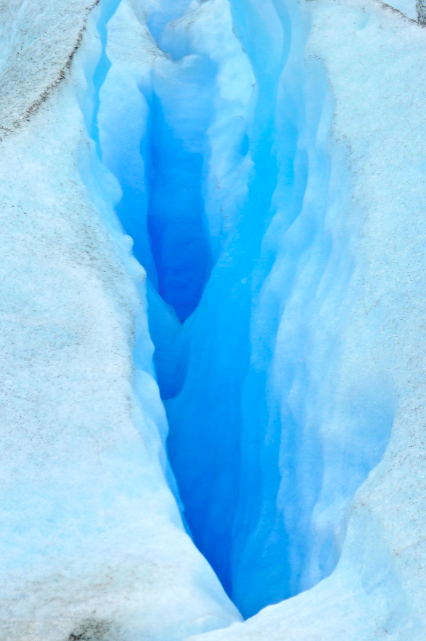 Someday, maybe a 1000 years from now, someone will find my NEW iPhone in this glacier crevasse & turn the roaming off http://t.co/dyUjNUnLML