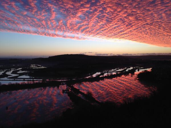 Stunning RT @russdacrow: @VivaLewes Beautiful sky over #lewes #floodland this morning. http://t.co/3c9bXkzPQN