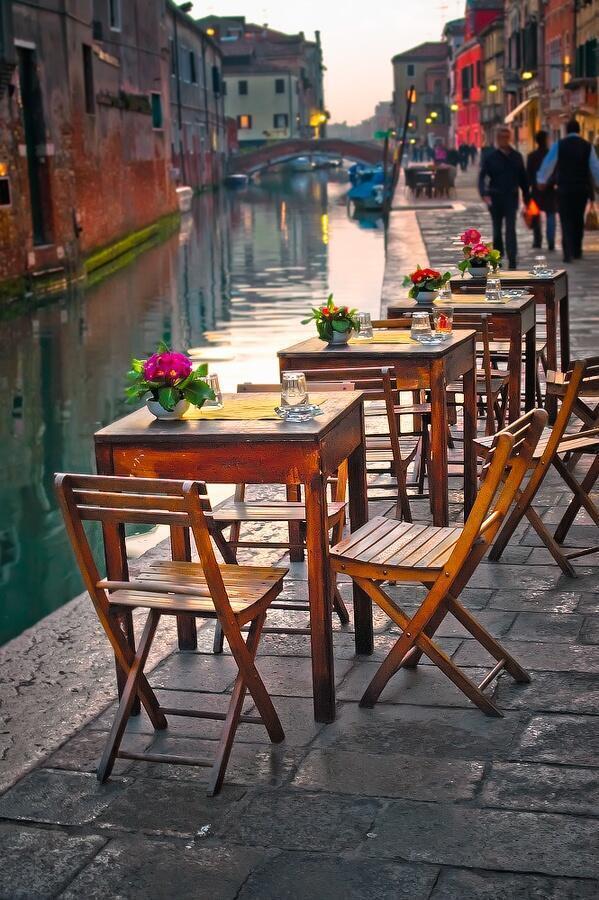 RT @ThatsEarth: Beautiful outdoor Venice bistro http://t.co/IQZuu766vU