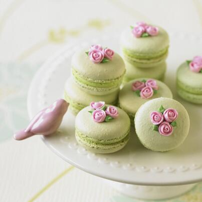 We just love these mini rose macarons from issue 19. Have you made these yet? http://t.co/vqk0FDxjw3