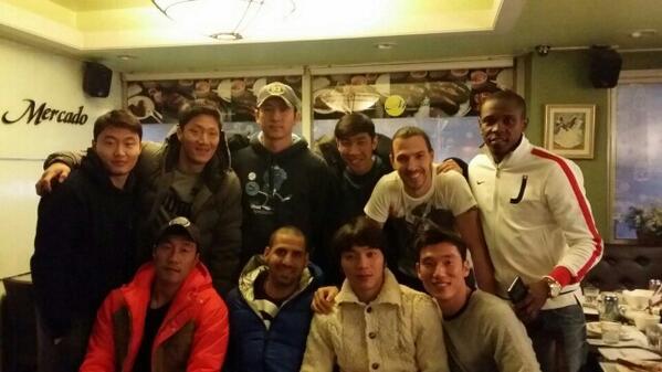 데얀이랑 마지막식사자리~ 역시 우리FC서울선수들은 가족였다~~♡ 데얀이랑 마지막이라고 나온선수들과~ http://t.co/wI2abGCvUl