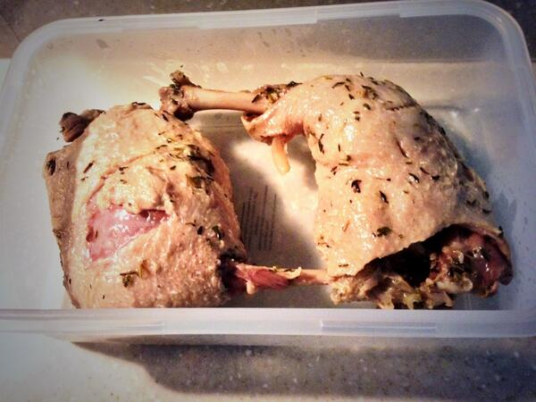 Duck Confit ala @ValentineWarner stage one done http://t.co/tFUvdjYKBA