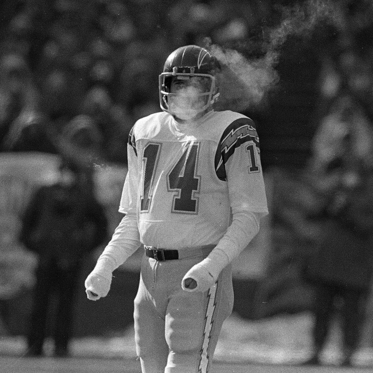 The last time @Bengals & @Chargers met in the playoffs, it was in the coldest wind-chill in NFL history. #FreezerBowl http://t.co/gpnJOK3zz3