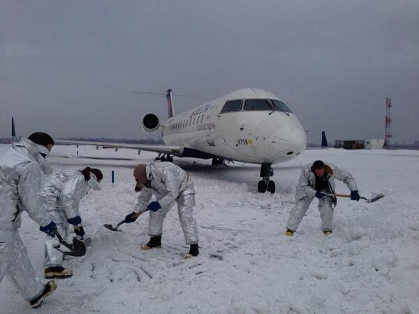 #exclusive pic of #Delta plane at #JFK as Port Authority Police help to dig it out of snow. #NBC4NY http://t.co/GMlsk8mPtO
