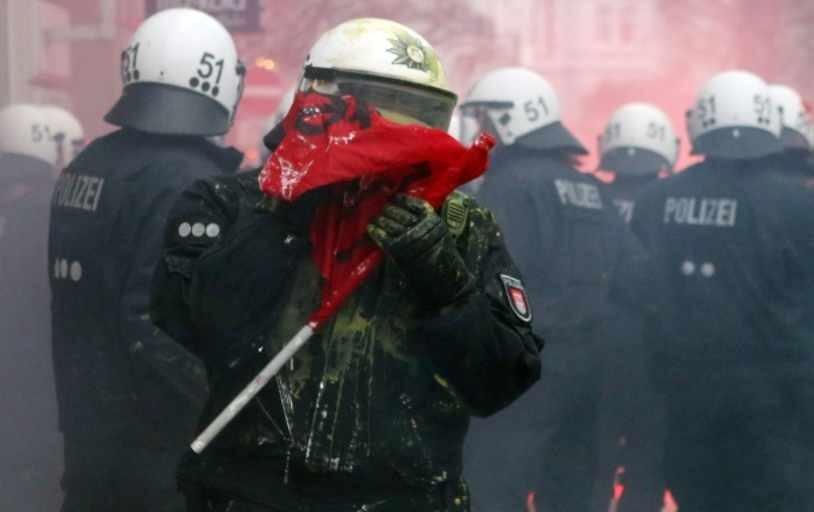 Hamburg'daki olaylar 21 Aralık'tan beri devam ediyormuş. Protestocular kendilerine 'siyah blok' diyor. (Sprey boya) http://t.co/WmOyBldLIH