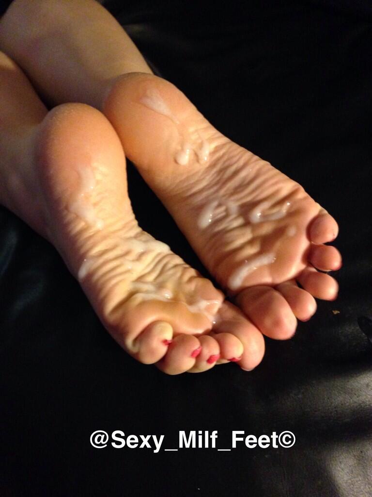 Cum on milf soles