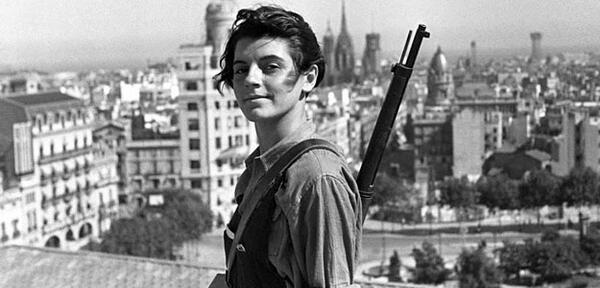 Ha mort Marina Ginestà, el somriure antifeixista. Per cert: a París, exili del qual no tornà http://t.co/i58H0rWyyR http://t.co/kbNLEZWOob