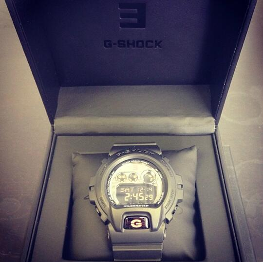 Tomorrow at 2 PM EST on http://t.co/r2c6jLb4b3 , @Eminem is giving away 200 of these watches! Half are signed! http://t.co/E61CyoOn4B