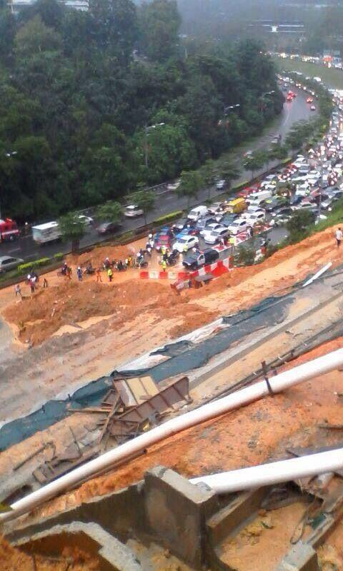 Landslide at Jalan Mahameru, on road to PWTC. http://t.co/0vdIK9XCFK
