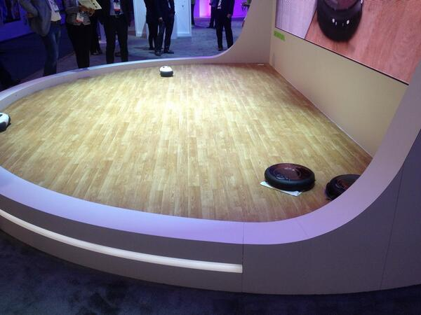 The robot cleaner demo looks like a Battle Bots arena #CES http://t.co/hrxN8ljDOw