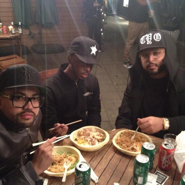 Keeping it NY, NY @40oz_VAN @Diegobk1986 #chinesetakeout #tokyo http://t.co/w2R8IwLpct