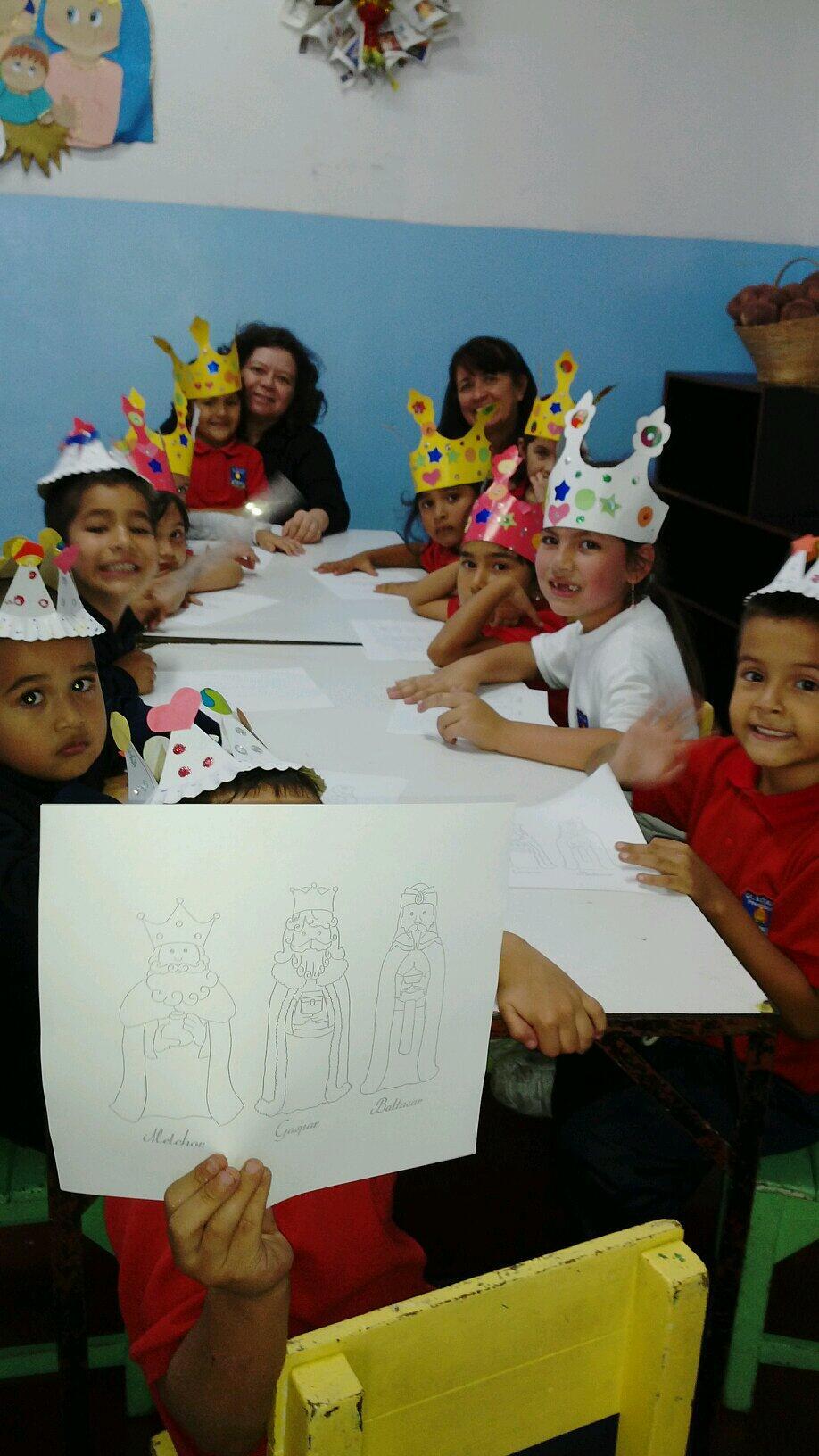 Los niños y niñas de la parroquial con dibujos alusivos a la tradición de los Reyes Magos #iniciodeclases2014  http://t.co/RbtlOVj4gr