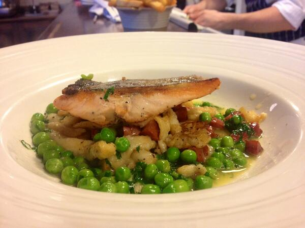 The Ship (@ShipWandsworth): Another main favourite - Sea trout,spaetzle,chorizo,peas,parsley emulsion http://t.co/WyhYJwjRKX
