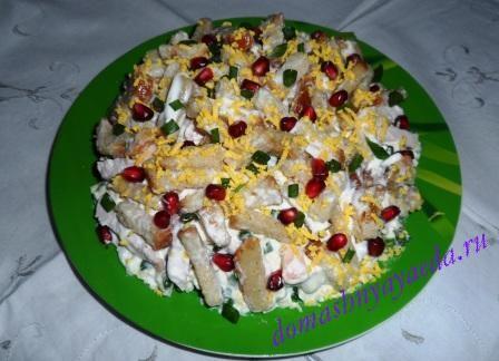 Салаты с сухариками на праздничный стол рецепты