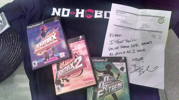 Ordered a #nohobo shirt from @scamstuff. Got an extra surprise with it. Thanks @shwood  PS: I already had #2 http://t.co/x4EJv4j98g