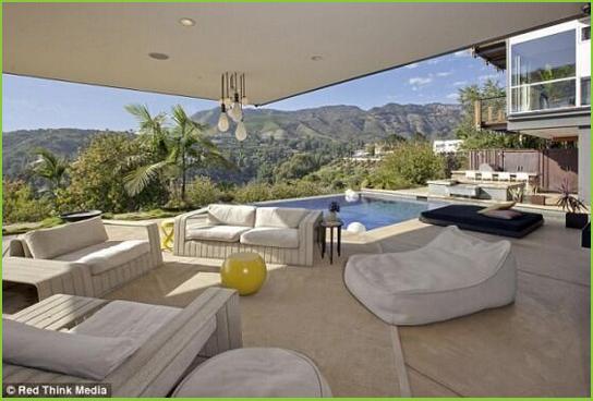 test ツイッターメディア - 【ジャスティン・ビーバー邸】  カリフォルニア州の ターザーナに 恋人とゆったり時間を 過ごすための家を建てたそうです https://t.co/mI0wetZk2R