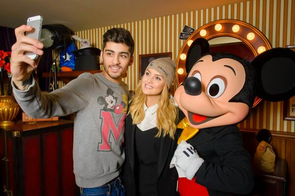 @PerrieLittleMix from @LittleMixOffic took @zaynmalik from @onedirection on holidays at #DisneylandParis recently ! http://t.co/ALG9g8Ees2