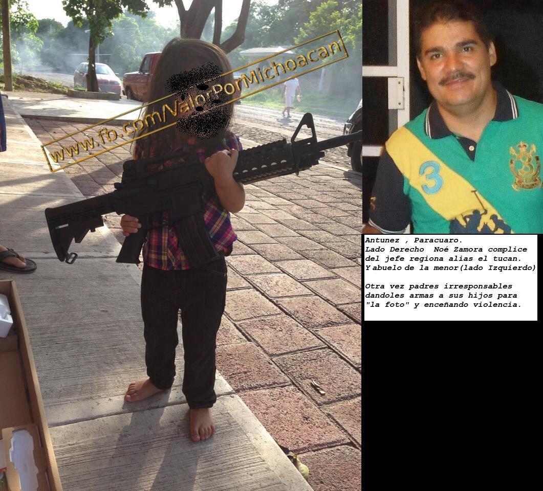 #Antunez #Paracuaro #Michoacan padres criminales dándoles armas largas a sus hijos y/o nietas... menores de edad. RT http://t.co/aktgZVDpHD