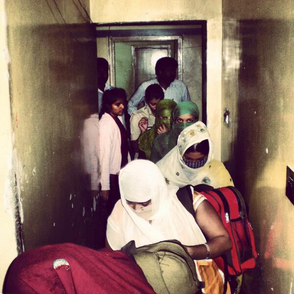 BREAKING NEWS: 42 meisjes bevrijd door mega inval in vakantieparken - http://t.co/whk3m279bV http://t.co/Qj4nbnONR4