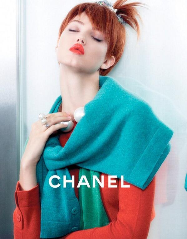 Hablando de campañas, @CHANEL presenta S/S 2014 fotografiada por Karl Lagerfeld. http://t.co/ZuDKVgeYL2