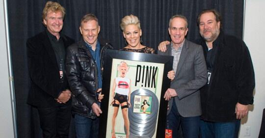@Pink recieves plaque for 7 million copies WW! Congrats :) http://t.co/ry6PBTVqe3