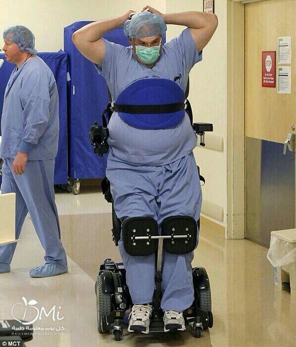 هذا جراح اسمه تيد فيه شلل نصفي
