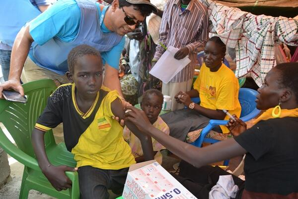 Vaccinating over 4,000 children against #measles & #polio in response to measles outbreak in #Bor @unicefssudan http://t.co/jE1uHwNfxu
