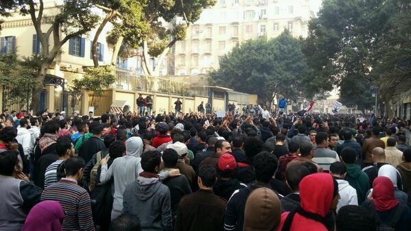 مسيرة نقابة الصحفيين: لساها ثورة يناير..لسه الشعب المصري ثائر http://t.co/GzL6i1acH7