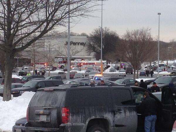 Scene outside Columbia Mall. http://t.co/IgEthTeRn8