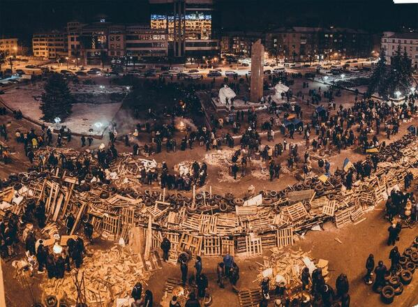 http://t.co/ozcFsY9AVS RT @wenyunchao: 这才是 #天下围城 RT @nycjim: Impressive view of barricades (...) #Ukraine http://t.co/p0CU0SaBtZ