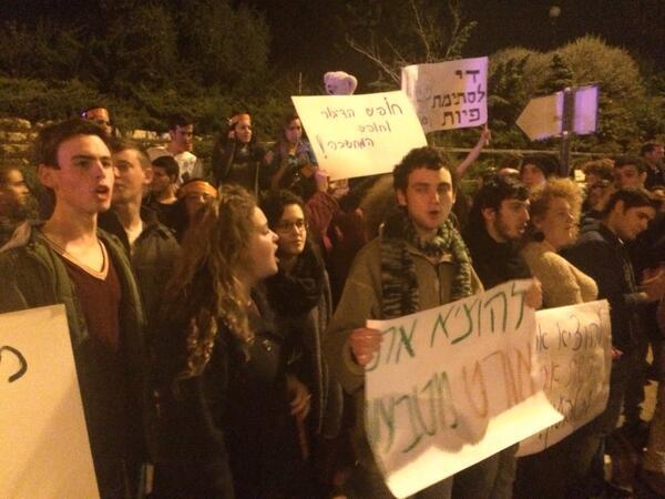 הנוער צועק: דעה זו לא בגידה, דמוקרטיה בכיתה http://t.co/cSIOkSDetr