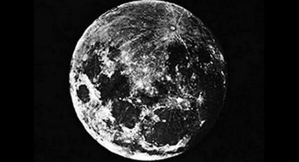 RT @HistoryInPics: The very first photo of the moon, taken by John William Draper in 1839 http://t.co/f0bliMIJP4
