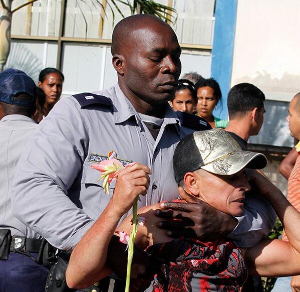 La foto de la vergüenza: Para los latinoamericanos que participarán en la #CELAC de #CUBA   Gracias a @ContactoNews http://t.co/p6gwsUbl8E