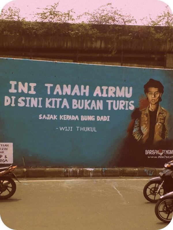 Dapat foto ini dari laman fesbuk teman. Cocok buat kelas menengah Indon dan juga gembel2 di Indon! http://t.co/AnfNzCOKrh
