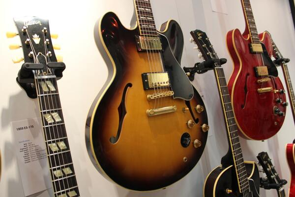 Another sexy semi from @gibsonguitar Memphis at the @NAMMShow - 1959 ES-345TD #NAMM #toomanycoolguitarsnotenoughcash http://t.co/Jq1RvlBh1U