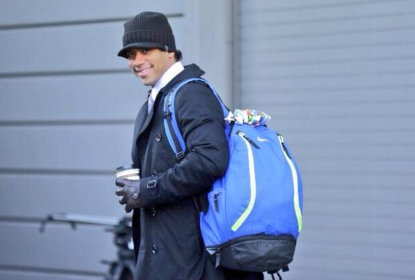 Headed to the airport! Super Bowl here we come! #GoHawks http://t.co/i6Dy6hm6x3