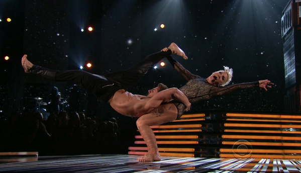Fine, @pink, we'll go to the gym tomorrow morning. #geez #grammys http://t.co/p0RZon1g21