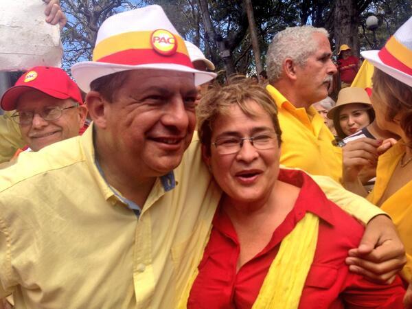 La ex rectora de la UCR Yamilet González  da el apoyo a @luisguillermosr hoy en el parque de Heredia http://t.co/ObDNFg4zQY