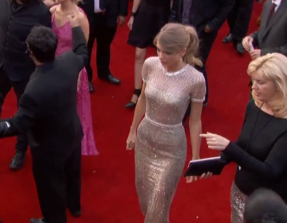 """""""@Scoopla: And @taylorswift13 has arrived at the #GRAMMYs http://t.co/wP61ZlA2fF"""""""