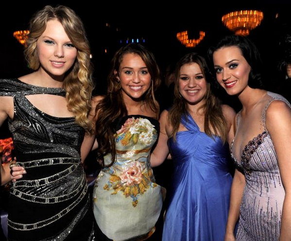Matt Stopera (@mattstopera): While we're watching the Grammys let's all take pleasure in this pic from 2009 via Getty. http://t.co/SEIc0yJ8DM