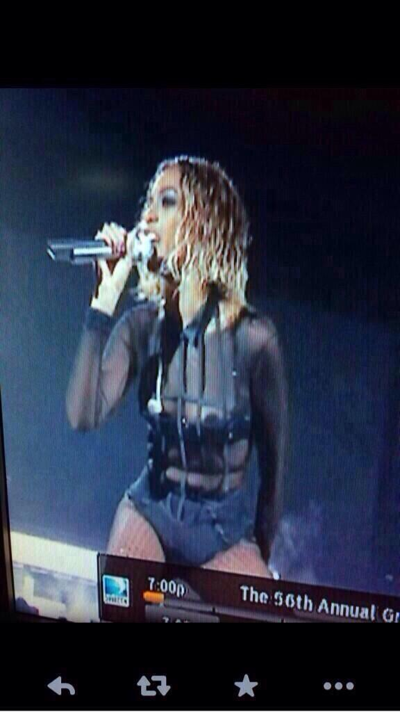 Bey had a nip slip ??? How do people catch this shit #GRAMMYs #BeyonceAtGrammys http://t.co/nXuMqIA6fT