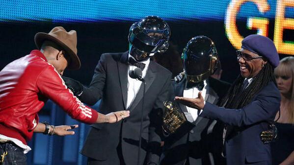 第56回グラミー賞に出演したダフトパンクのパフォーマンス映像が公開!http://t.co/GGnX8TsNhv #グラミー賞 http://t.co/sx0asBi8Kd