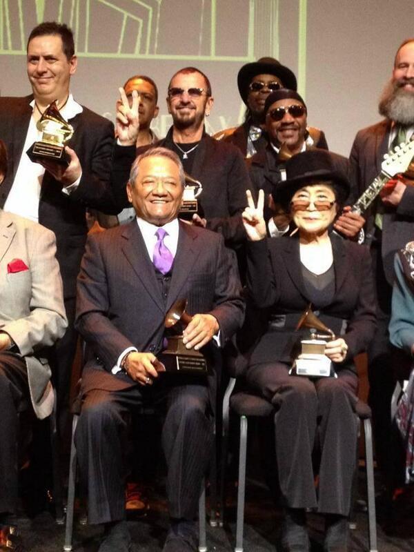 Armando Manzanero, es el primer compositor mexicano en recibir el #Grammy honorífico por trayectoria http://t.co/dJLIkfzLNH