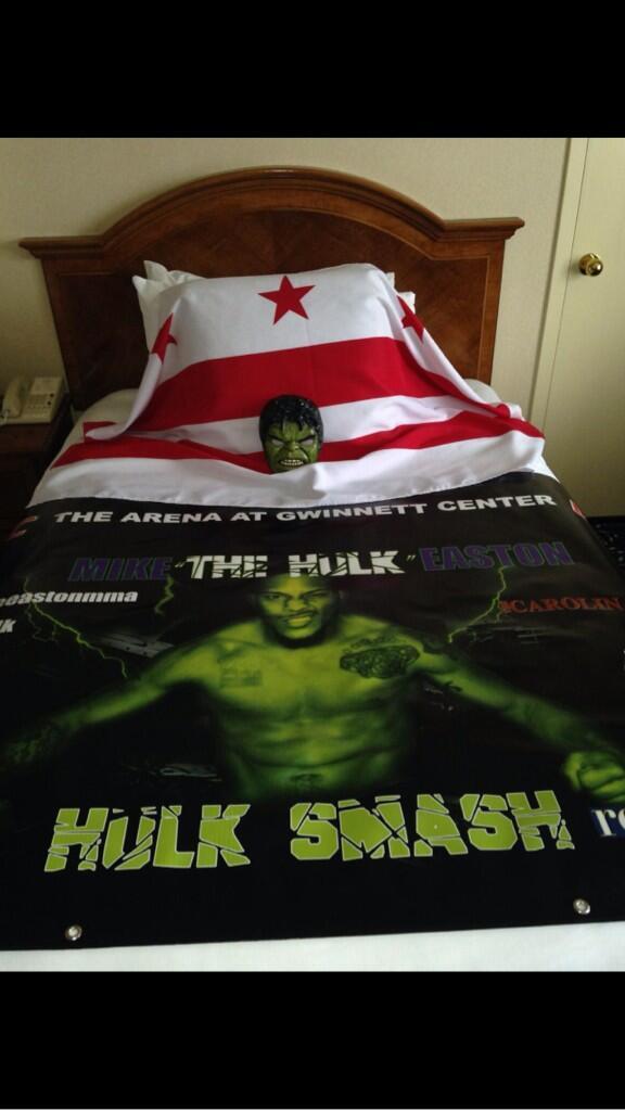 Hulk Smash Time tonight representing DC @ufc http://t.co/cMOHm3qYQe