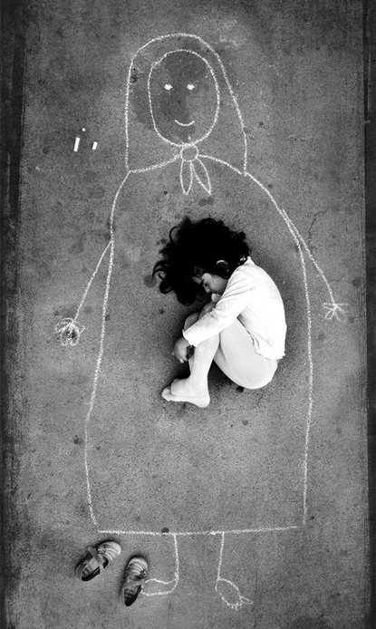 A Iraqi girl in an orphanage - missing her mother so she drew her and fell asleep inside her. http://t.co/BlPQvExo6H