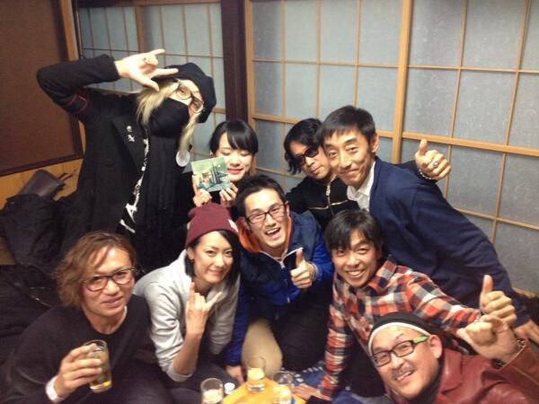 ミスター8ビート!まことさん、glayでおなじみのtoshiさん、スピッツの崎山さん、山背さん、ナツミちゃん(>_<)!  ドラム飲み会ちょー楽しかったーー(>_<)  ドラマーさいこーーー(>_<) http://t.co/ipfNzCySvX