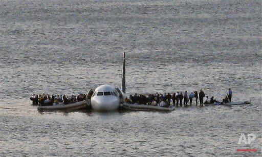 5 years ago today @Captsully landed a @USAirways plane on the Hudson River in this iconic #MiracleontheHudson photo. http://t.co/XqqVd0Rmnb