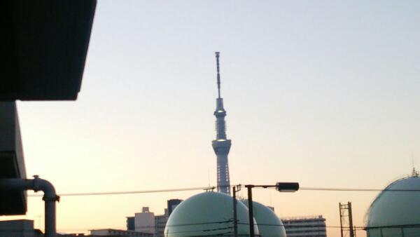 おはようございます♪ 東京・南千住は今朝も冷え込んでいます。 早いもので1月も後半戦ですね。 モクモク木曜日、素敵な囲炉裏の日を! http://t.co/of7DkjNOsm
