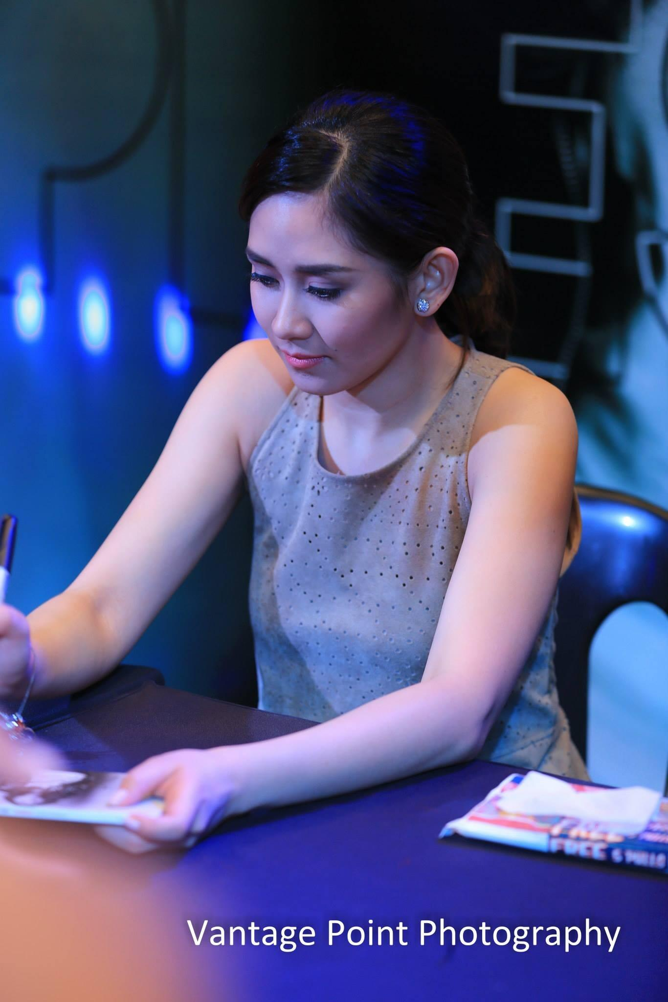 OMG.. she is so makinis! :) (c)vantagepointphotography http://t.co/yCkexkEtMa