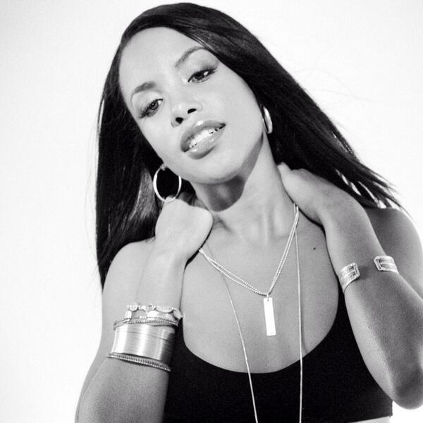 Happy 35th birthday #Aaliyah. http://t.co/kavbGBQFDk http://t.co/oSPjc6niIM